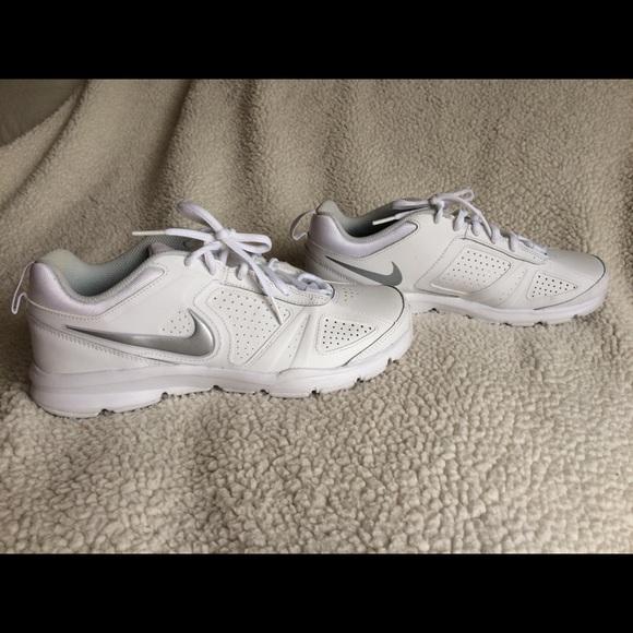 NIKE T LITE XI Walking Shoes